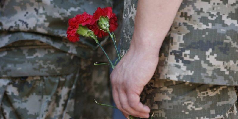 На Донбасі минулої доби загинув український військовий, ще одного поранено