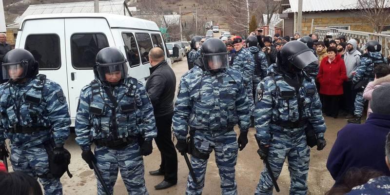 ФСБ влаштувала наймасовішу облаву в будинках кримських татар