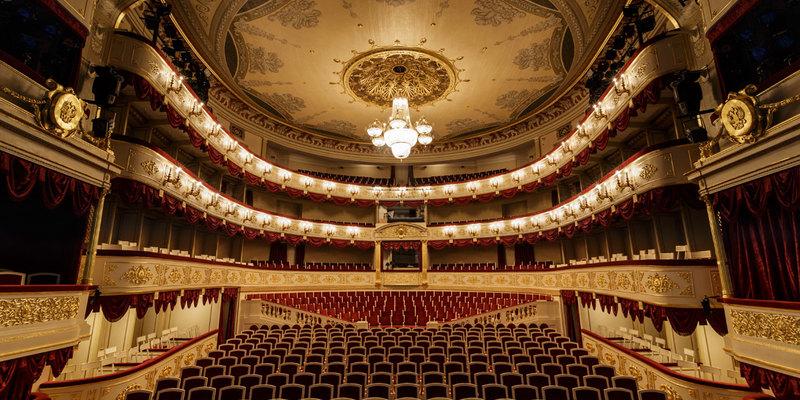 Сьогодні у світі відзначають День театру
