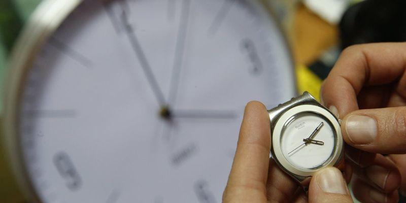 Коли переводити годинник і як це пережити