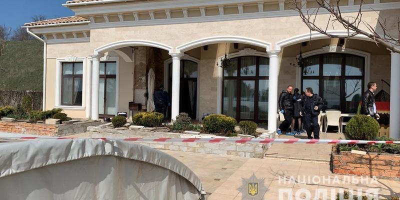 В особняку під Одесою знайшли тіло вбитого господаря зі слідами тортур (фото)