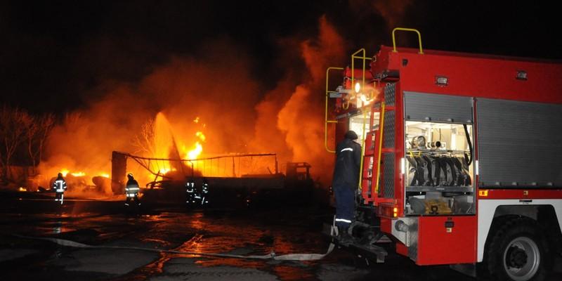 Пожежа на стоянці в Кропивницькому: водій автоцистерни помер у лікарні