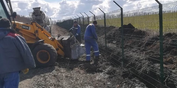 Україна відновила будівництво Стіни