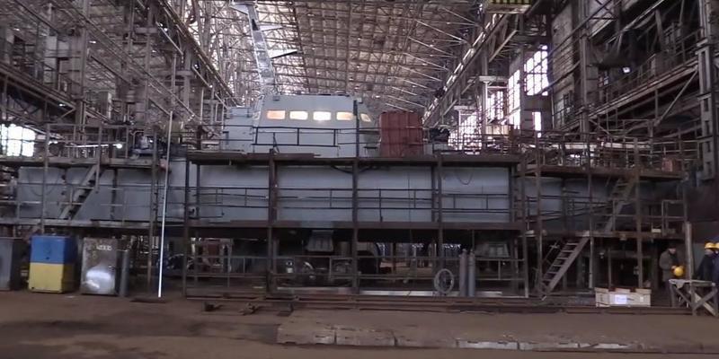 У Києві на воду спустили артилерійський катер (відео)