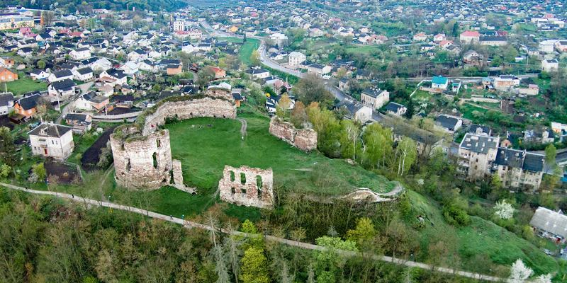На Тернопільщині відновлюють єдиний в Україні середньовічний замок, в якому живуть люди