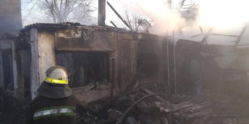 Внаслідок пожежі на Дніпропетровщині загинув батько з двома дітьми (фото)