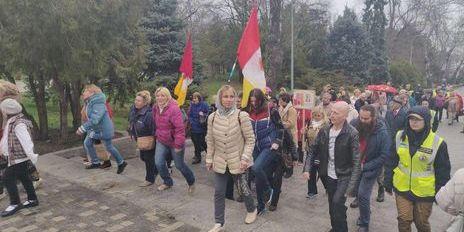 «Геть з Одеси, бандерівські біси»: проросійські сили влаштували ходу в Одесі