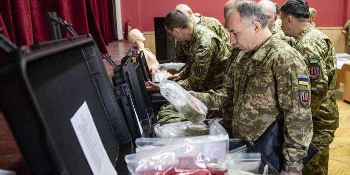 Українські військові отримали від США медобладнання