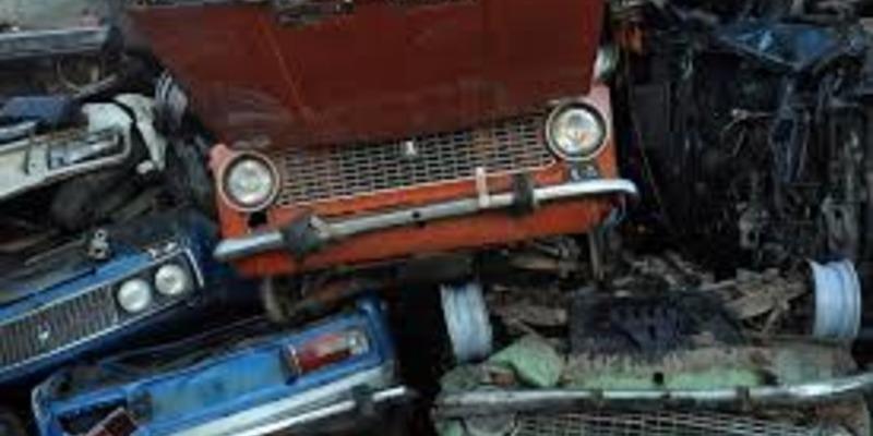 У Литві обіцяють кожному мешканцеві  тисячу євро за відмову від старого авто