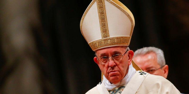 Папа Франциск поцілував ноги лідерам Південного Судану та закликав їх зберігати мир