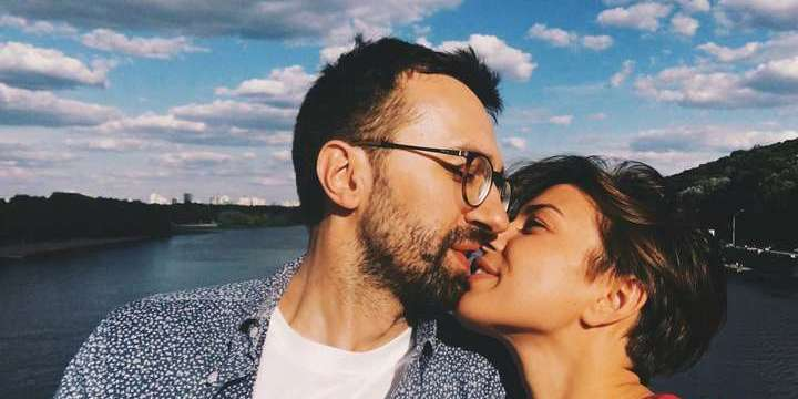 Напівгола дружина Лещенка креативно підтримала Зеленського