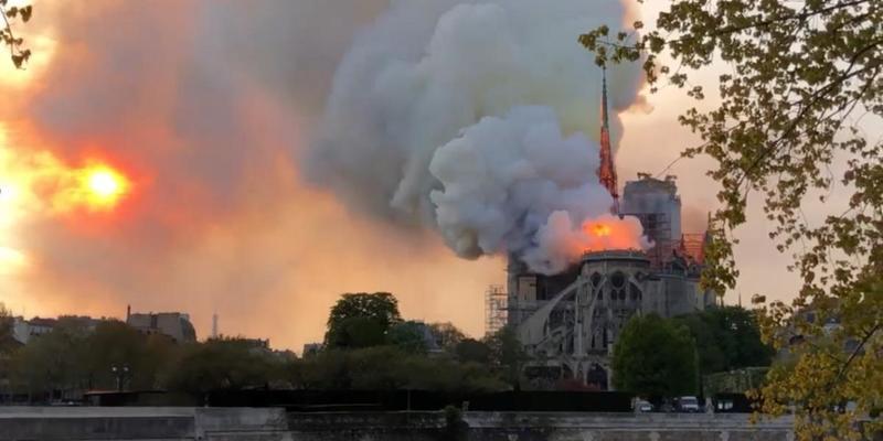 Названа кількість постраждалих під час пожежі в соборі Паризької Богоматері