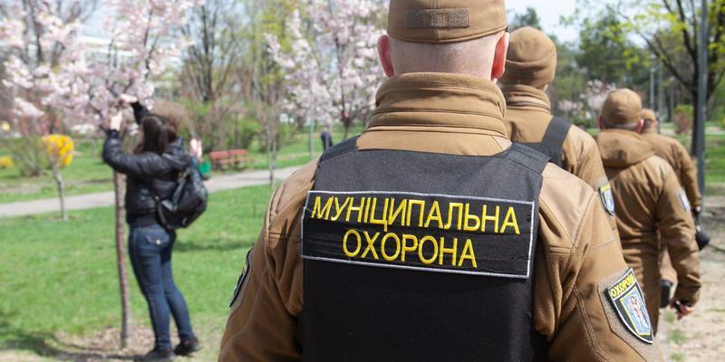 «Муніципальна охорона» знешкодили п'яного, що загрожував відпочиваючим у  Сирецькому парку