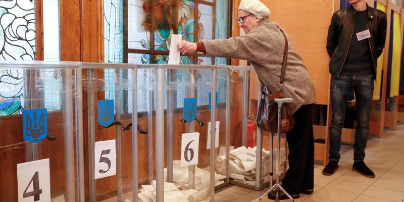 В Україні запрацювали всі виборчі дільниці, крім однієї – поліція
