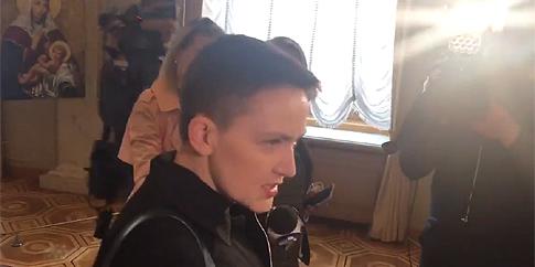 «Всіх зі святами!»: Надія Савченко прийшла в Раду (відео)