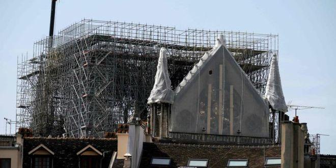 Дощ може зруйнувати Нотр-Дам, сховище собору частково затоплене