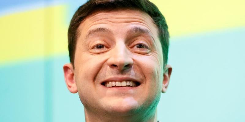 Продають за 5,5 тисяч: у мережі почали торгувати автографами Зеленського (фото)