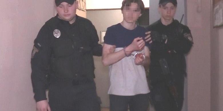 У столиці 15-річний хлопець накинувся з ножем на матір та бабусю