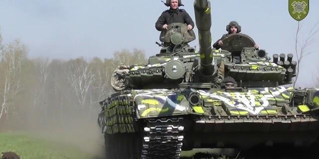 Українські військові розфарбували танк в стилі великодньої писанки (відео)