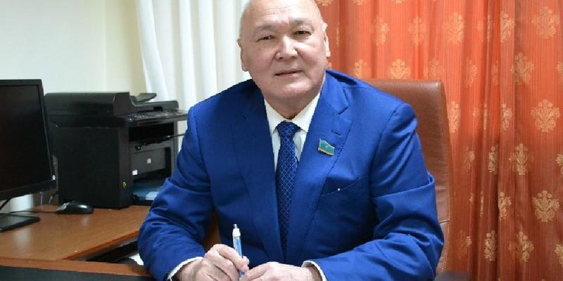 У Казахстані ректора університету не допустили на вибори президента через граматичні помилки