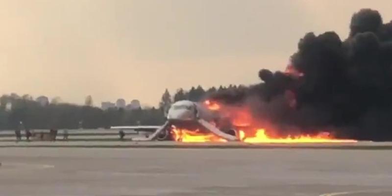 Авіакатастрофа в Шереметьєво: бортпровідник намагався відкрити задні двері літака і загинув