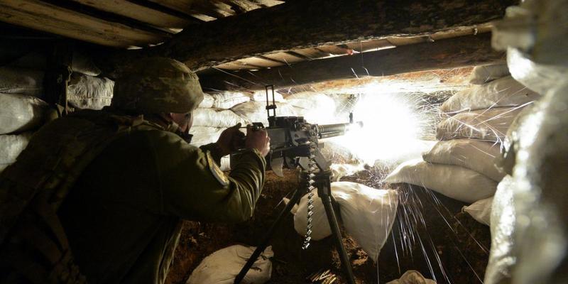 Бойовики гатили із забороненої «Мінськом» зброї: у відповідь бійці ООС поранили двох окупантів