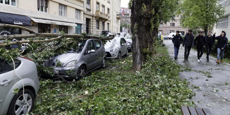 В Хорватії – небувалий буревій: рух на дорогах обмежено, людей просять залишитись вдома (фото)