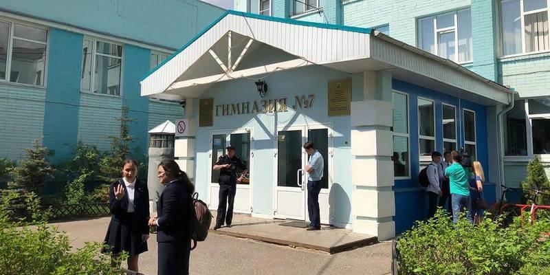 У Росії озброєний підліток утримував однокласників в гімназії
