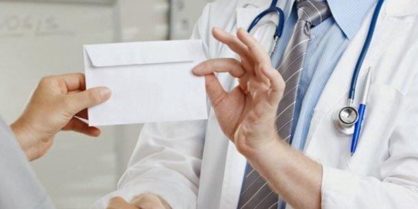 Пацієнти онколікарні в Тернополі поскаржились раднику голови ОДА на хабарництво в медзакладі