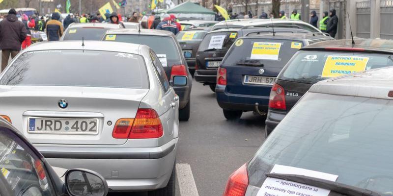Рада продовжила пільговий період для розмитнення авто на єврономерах