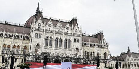 Угорщина сподівається, що Зеленський змінить закон про українську мову