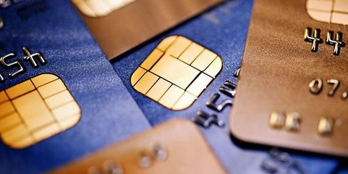 Банки зобов'яжуть повертати гроші, зняті з карт шахраями