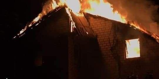 Згоріла навіть форма: у будинок поліцейського влучила блискавка (фото)