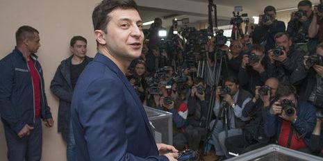 Зеленський оплатив 850 грн штрафу за демонстрацію виборчого бюлетеня