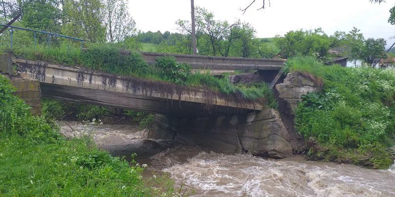 Дощі побили історичний максимум: Закарпаття йде під воду (фото, відео)