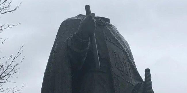 Вандали обезголовили пам'ятник князю Володимиру