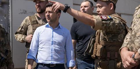 Зеленський вперше в статусі президента  побував на фронті