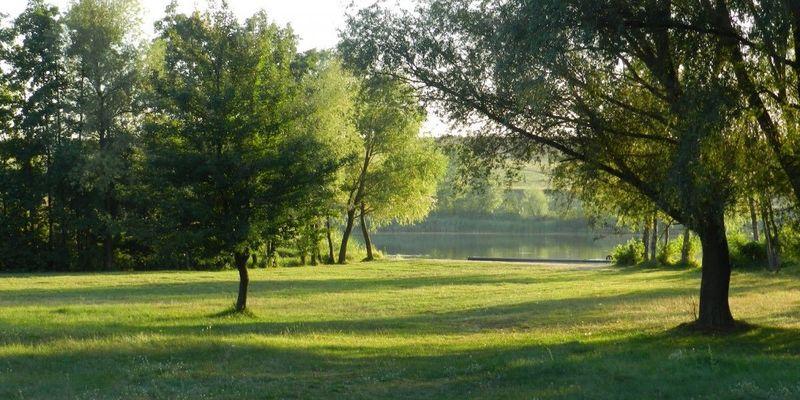 В Україні сьогодні буде спекотно, на заході пройдуть дощі з грозами (карта)