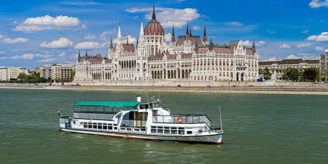 Теплохід, на якому затонули туристи у Будапешті, збудували 70 років тому в Україні