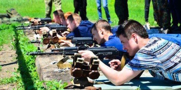 У «ДНР/ЛНР» дітей вчать стріляти з автоматів у рамках проекту «Яскраве дитинство»