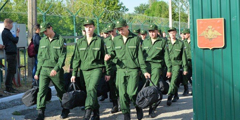 Окупаційна влада відправила 152 кримчанина служити на територію РФ