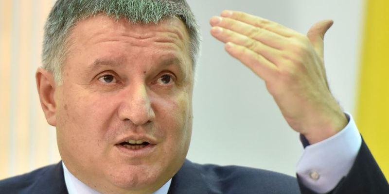 На сайті президента України збирають підписи за відставку Авакова