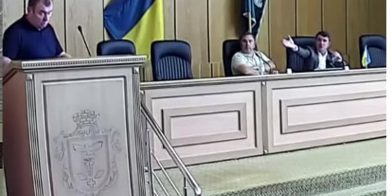 «Ты можешь по-русски говорить?»: секретар міськради Слов'янська – чиновнику, який доповідав українською (відео)