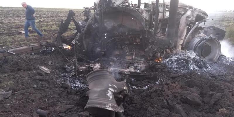 На Луганщині під час роботи на полі підірвалися двоє трактористів