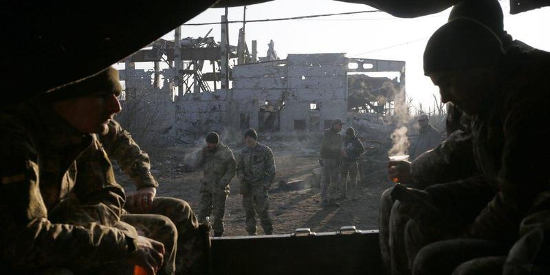 Загострення війни на Донбасі: ворог бив по українських позиціях з артилерії і танкового озброєння