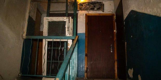 У Києві жінка тиждень жила з мертвим сином
