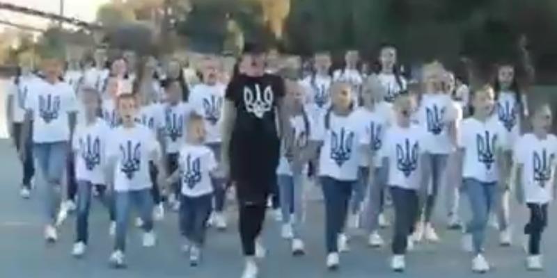 «Процвітає Україна, її слава й воля»: діти переспівали Гімн України та додали позитиву у текст (відео)