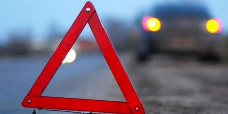 Водій вантажівки помер за кермом: фура зносила усе на своєму шляху