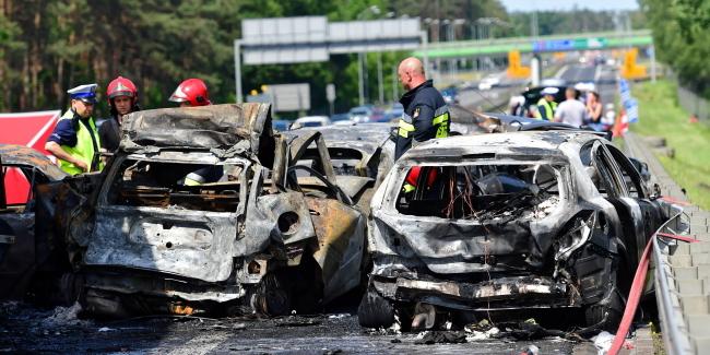 Під час масштабної ДТП у Польщі українець рятував людей, витягаючи їх із палаючих машин