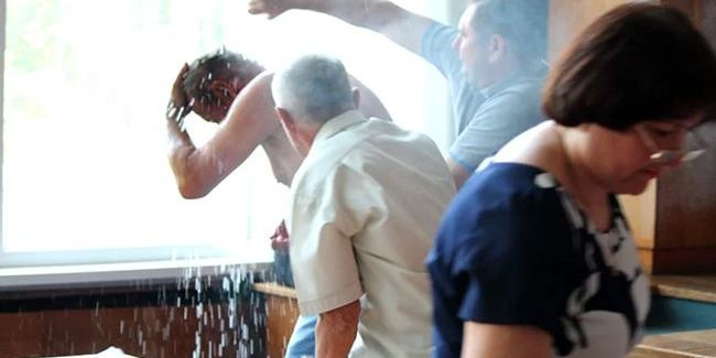 В Бердичеві на засіданні міськради чоловік здійснив самопідпал (відео)
